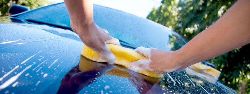 come lavare l'auto senza graffiarla